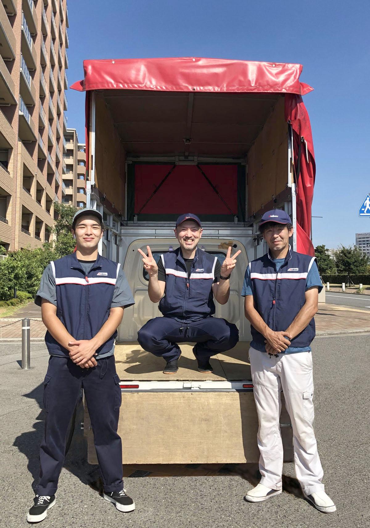 大阪の引越し専用車幌高180~210㎝こんなに高く多くの荷物が積めます。